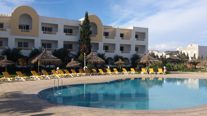 открытый бассейн в отеле Зодиак