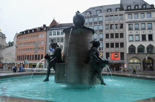 Мариенплац, фонтан