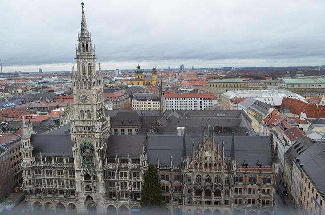 Мюнхен. Вид на Мариенплац с колокольни