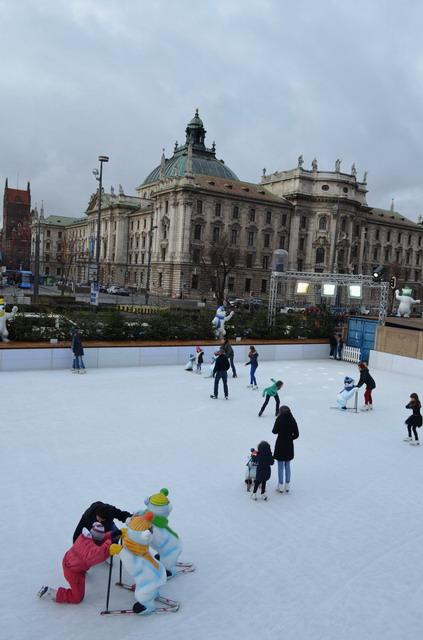 Каток в центре Мюнхена