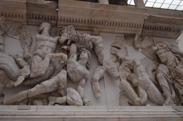 Берлин, музей Пергамон, Пергамский алтарь, барельеф
