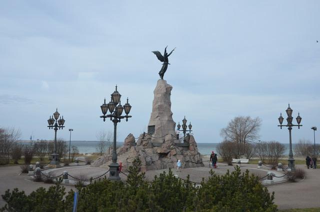 Таллин. Памятник броненосцу Русалка