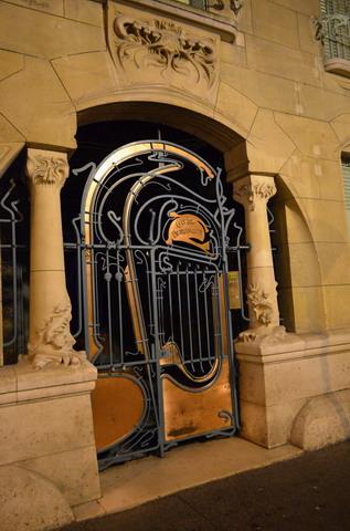Париж. Кастель Беранже, дверь