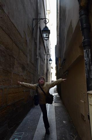 Париж.Ша-Ки-Пеш, самая узкая улица Парижа