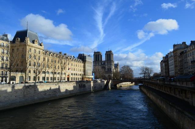 Париж.Вид на Сену и Нотр-Дам