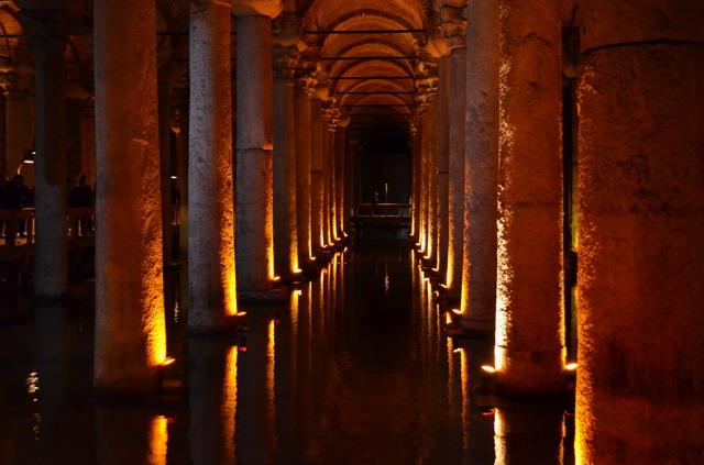 Стамбул. Базилика Цистерна, или Ерибатан-сарай