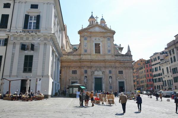 Генуя. Церковь Иисуса на площади Маттеотти