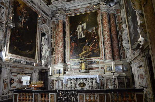 Генуя. Внутри церкови Иисуса на площади Маттеотти