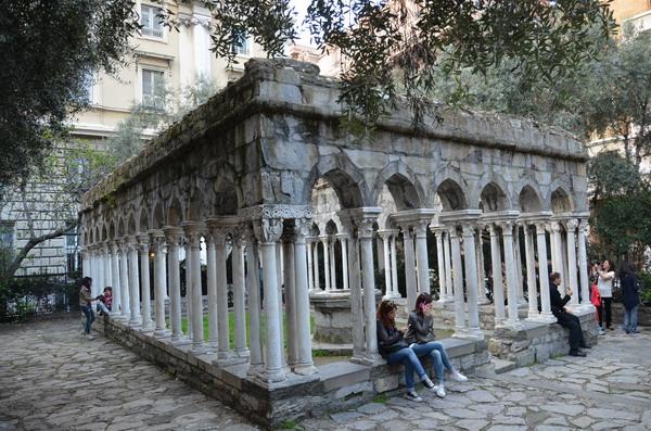Генуя. Колоннада возле дома Колумба