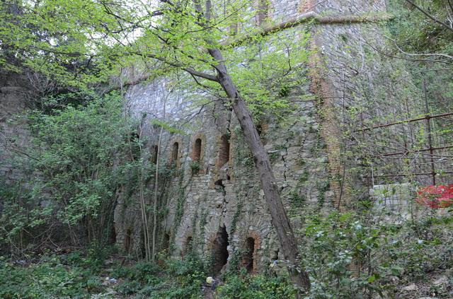 Крепостная стена над Генуей