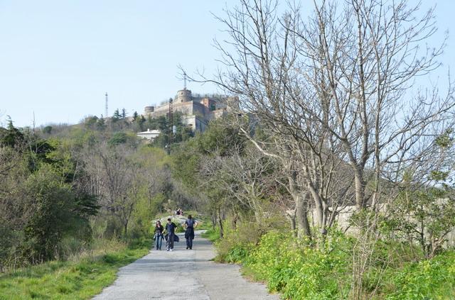 крепость Спероне на холме Пералто