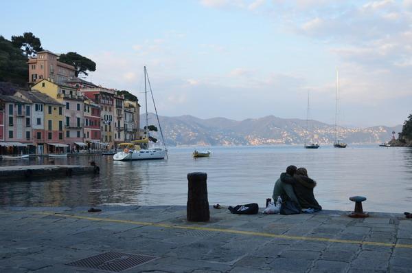 Романтическая сцена на набережной Портофино