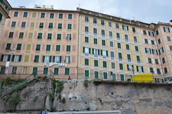 Разноцветные фасады Камольи