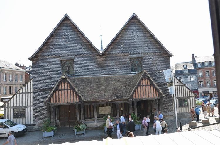 Вид из колокольни на церковь