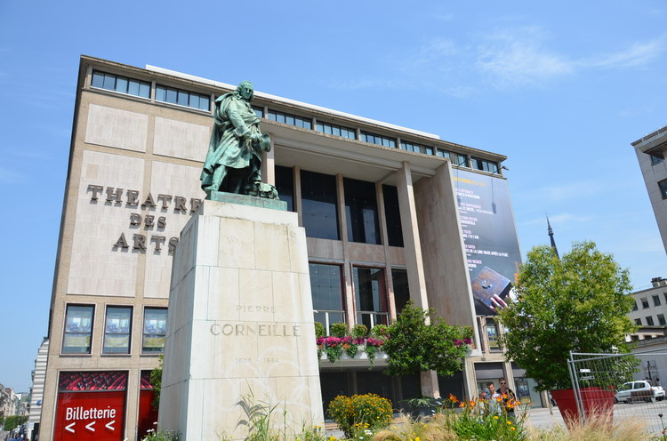 Памятник Пьру Корнелю в Руане