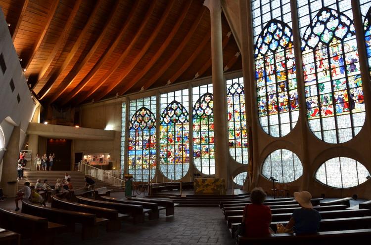 Церковь Жанны д 'Арк внутри