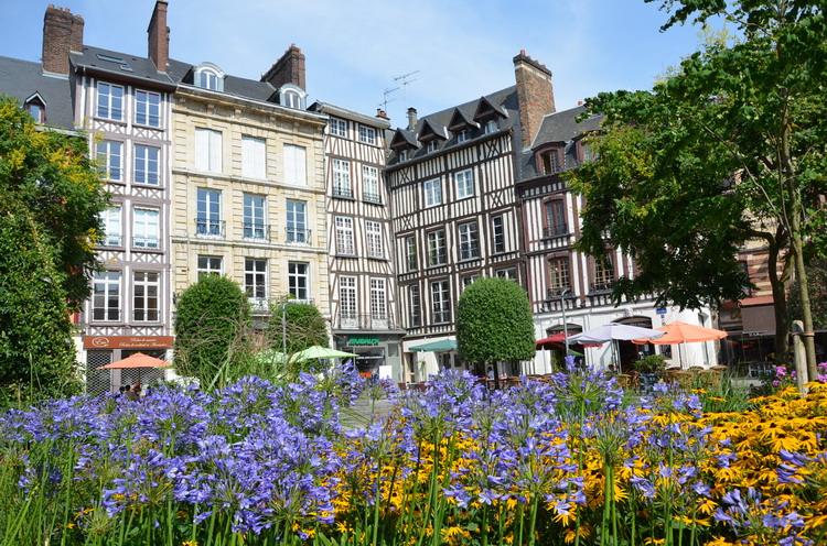 Площадь Пюссей в Руане