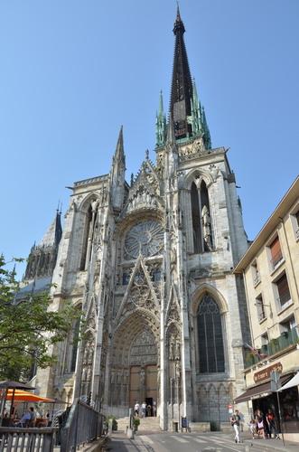 Боковой портал руанского собора с колокольней