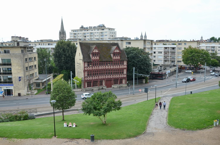 Кан фахверковое здание