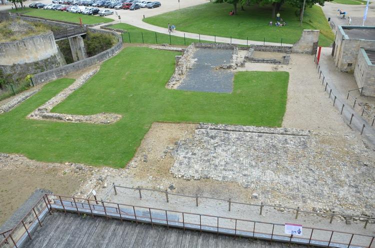 Канский замок, руины дворца Вильгельма