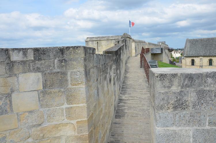 Канский замок, крепостная стена