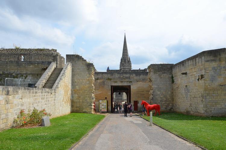 Канский замок, вход