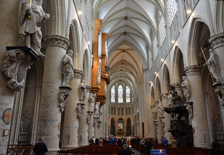 Кафедральный собор св. Михаила и Гудулы