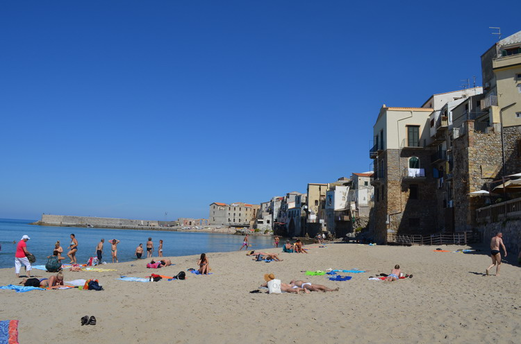 Чефалу пляж