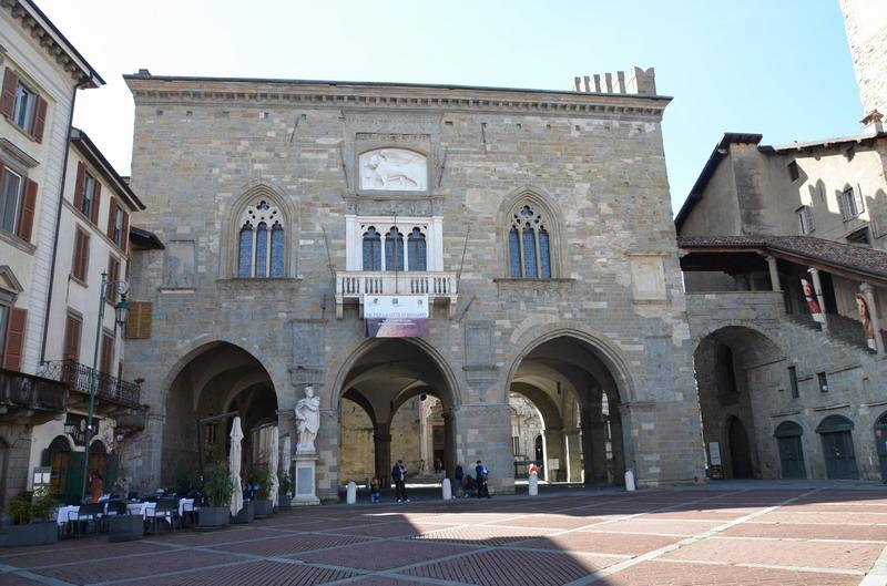 Бергамо, палаццо Раджоне