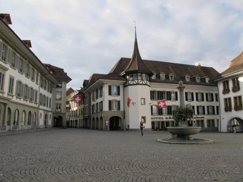 Тун, ратушная площадь