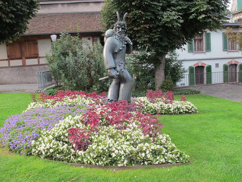 Тун скульптура
