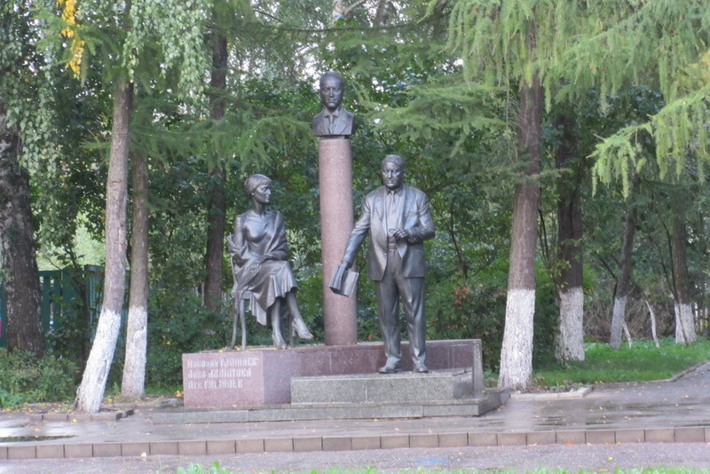 Памятник Гумилевым в Бежецке