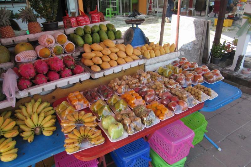 ассортимент тайских фруктов