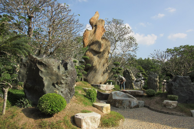 сад миллионо летних камней в Паттайе