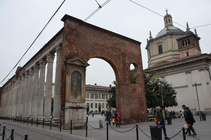 Милан. Порта Тичинезе. Колоннада перед базиликой Сан-Лоренцо