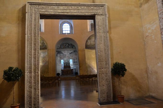 Милан. Базилика Сан-Лоренцо.Вход в капеллу Сант-Аквилино