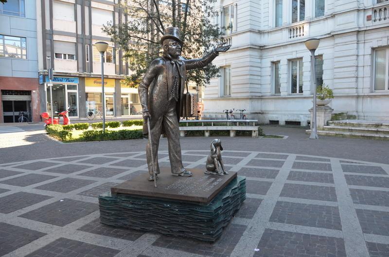 Памятник поэту Джансанти