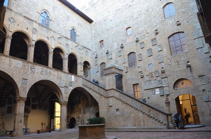 Палаццо Барджелло, внутренний двор