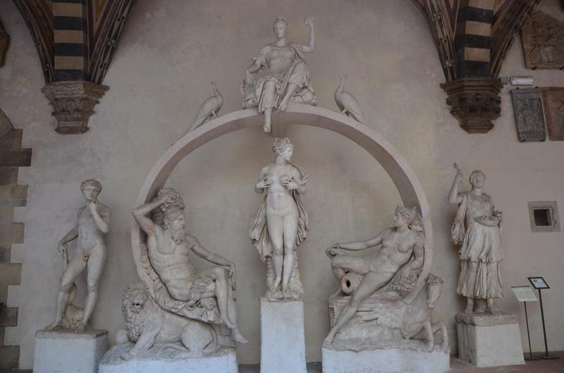 Палаццо Барджелло, фонтан
