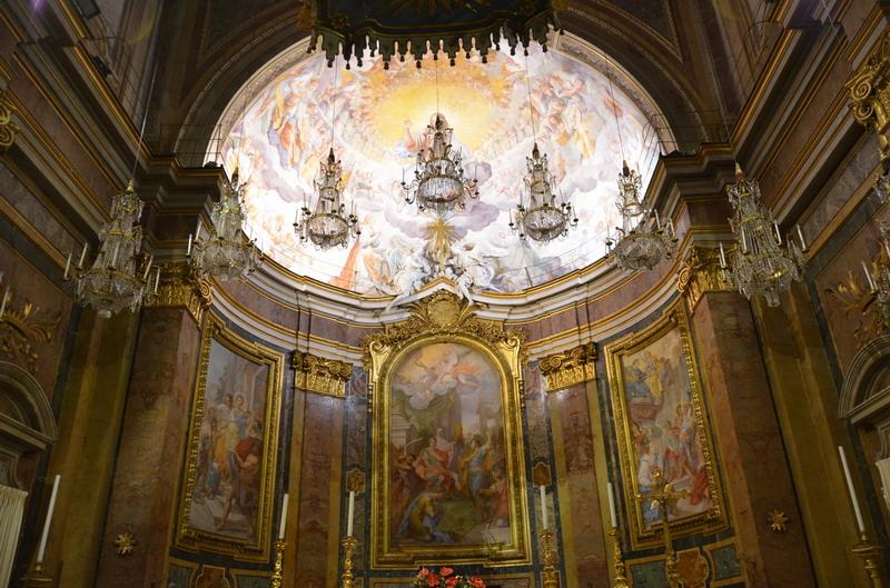 Церковь Санти-Джованни-э-Паоло в Риме внутри