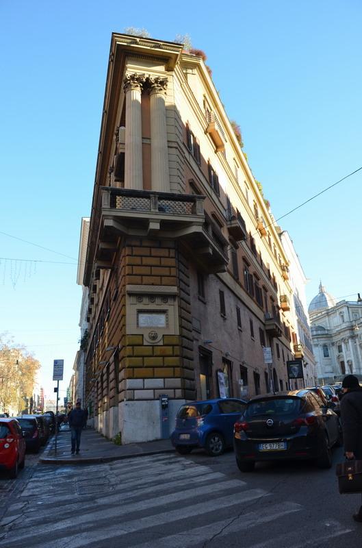 Рим, узкий дом