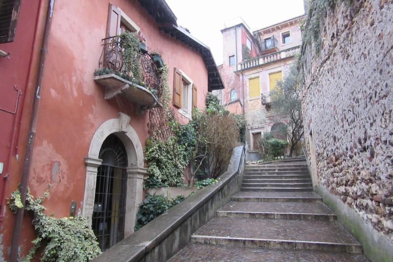 Верона, подъем к замку Сан-Пьетро