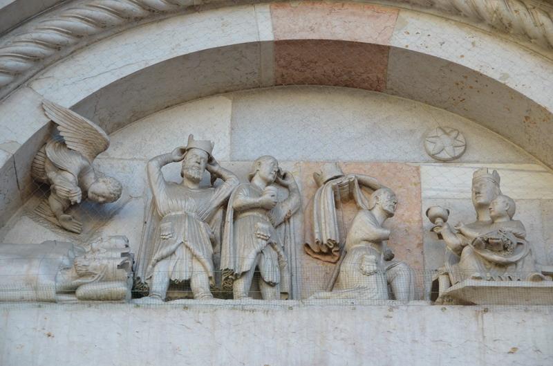Форли, портал базилики св. Меркурилия