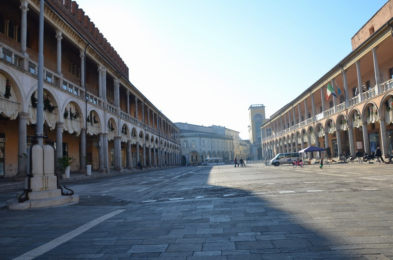 Фаэнца, Пьяцца дел Пополо
