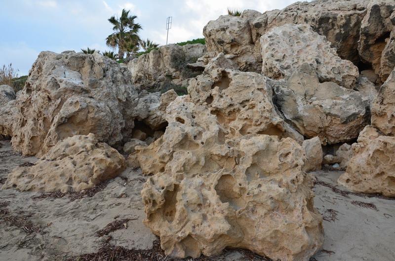 Пляжи Пафоса, скалы