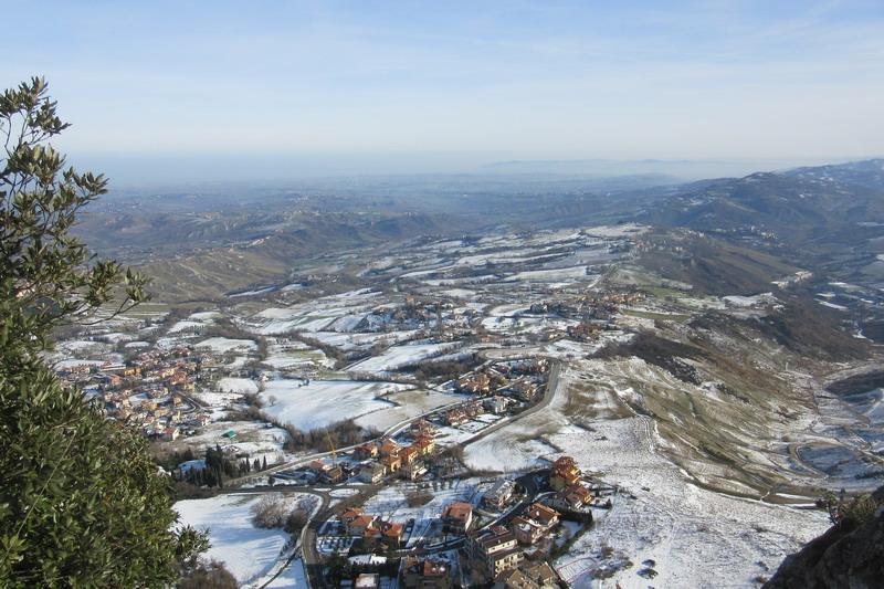 Виды с горы Титано
