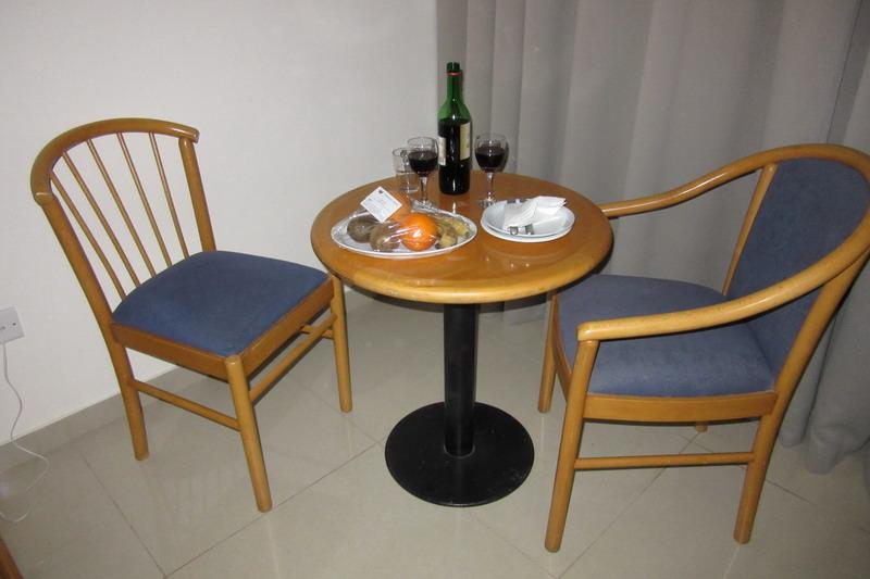 столик с фруктами