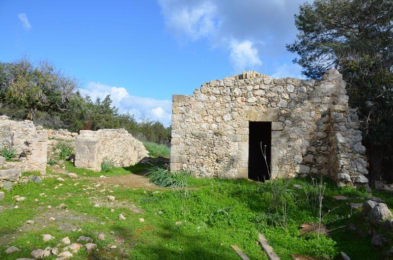 Акамас, развалины дома