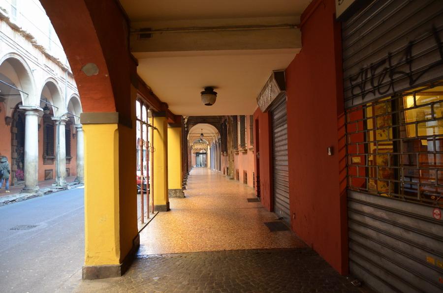 Аркада вдоль улицы Сан-Витале