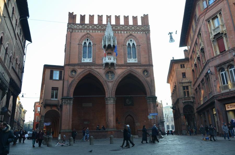 Болонья палаццо делла Мерканца